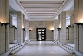 rsz 632px-inside senate house-2